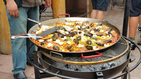 Paella - Yeah, it's Spanish-it is good, I don't question.